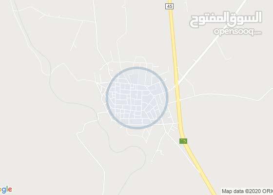 قطعة ارض على الشارع الرئيسي الواصل بين عمان و المفرق