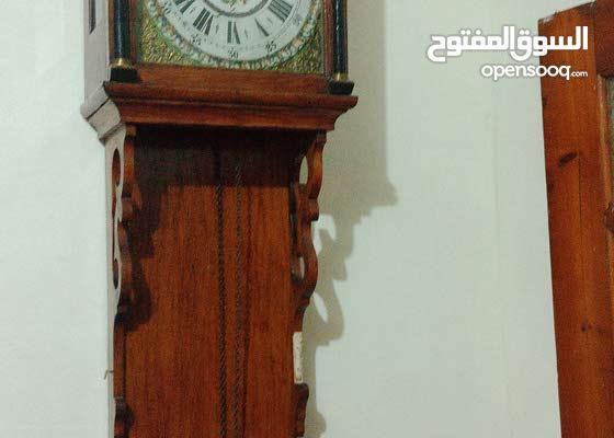 ساعة حائطية قديمة
