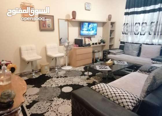 شقه غرفه وصاله مفروش نظيف جدا شارع الكويت