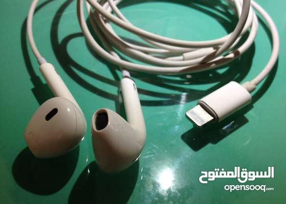 سمعات iphone x او 8 او 7plus او 7 مستعمله استعمال بسيط جدا