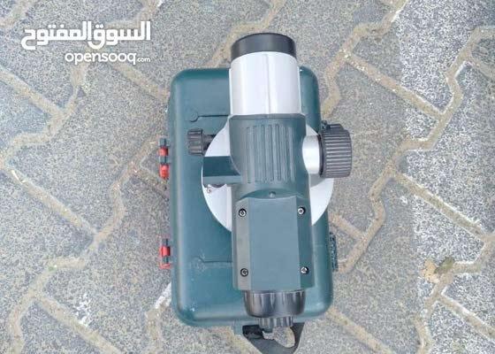 جهاز قياس مناسيب مع قائم
