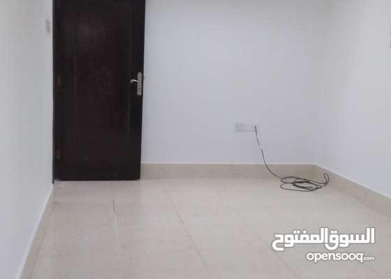 بيت طابق اول مرتفع كامل للايجار مدخل مستقل بسعر 300 دينار شامل الماء والكهرباء