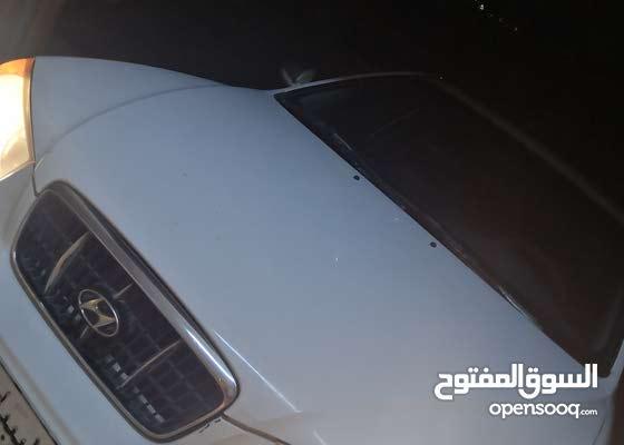 عندي سيارة نخدم بيها وسط طرابلس