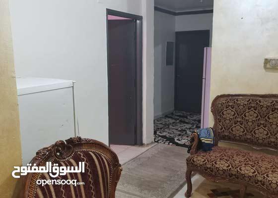 للإيجار غرفة بداخل شقة ببرج سكني بشارع أحمد بن طولون القطعة 9