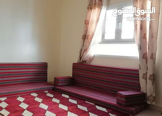 شقة جميلة واسعة مؤثثة للايجار في معبيلة ج