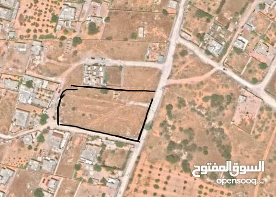 قطعة أرض سكنية كبيرة 5000م ذات ثلاثة واجهات في تاجوراء بالقرب من مسجد موسى كوسا