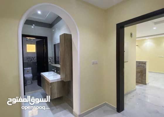 شقه جديدة للبيع 6 غرف 215م بـ 620 الف في حي الريان جدة