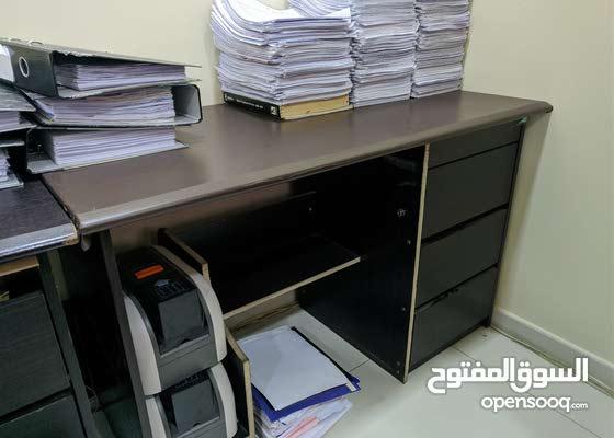 office desks for sale (very cheap) مكاتب للبيع بمبلغ رمزي