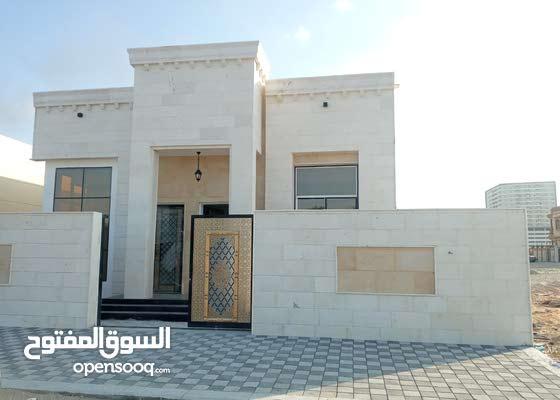 فيلا جديده اول ساكن 3 غرف بتشطيب و سعر ممتاز علي شارع رئيسي .