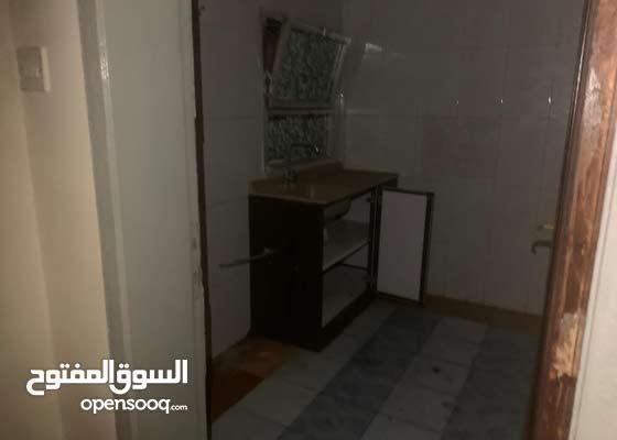 مطلوب شريك سكن ( غرفه متاحه ) room for rent in muharraq