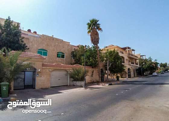فيلا كبيرة ونظيفة جدا  للإجار بمنطقة الكرامة ابو ظبي