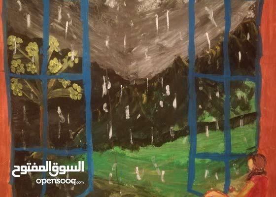 لوحة فنية رائعة لفتاة تتأمل الطبيعة ابان هطول المطر من نافذتها...