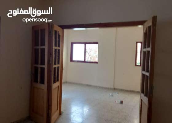 شقة طابق اول للإيجار 200 متر