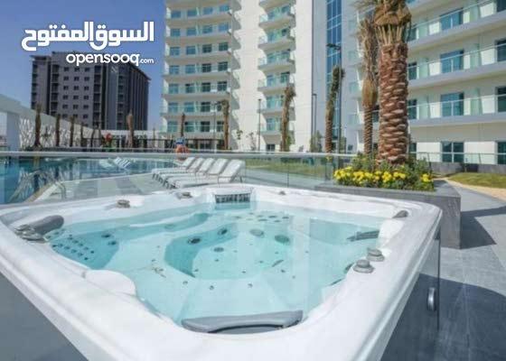 20072/ بقلب دبي غرفة وصاله للايجار باطلالة علي برج العرب