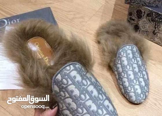 أحذية ديور وحقائب فخمة