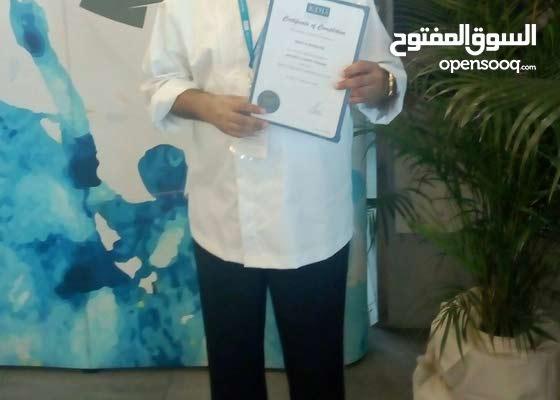 يطلب عمل عماني لديه شهادات في ادارة مطابخ والطهي