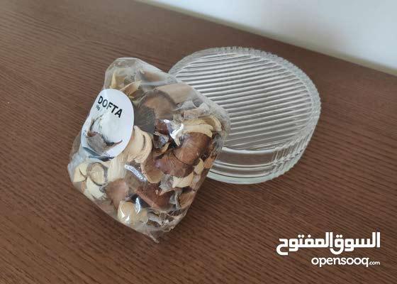 Glass potpourri dish with lid وعاء زجاجي مع غطاء للاوراق العطرية