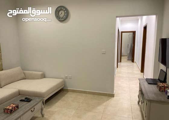 شقة للايجار غرفتين و صالة بام قرن
