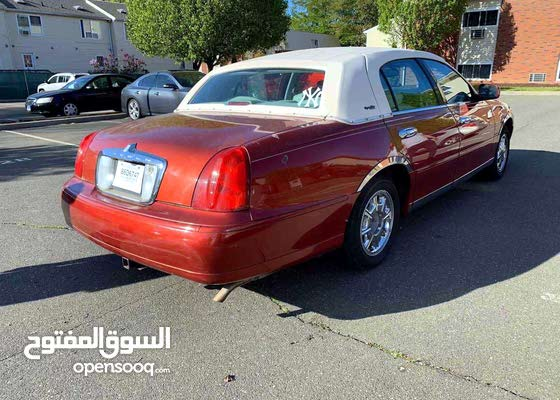 Available for sale! 70,000 - 79,999 km mileage Lincoln Town Car 2000