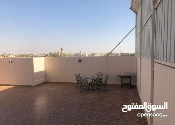 شقة فاخرة مع سطح كبير و خاص للبيع
