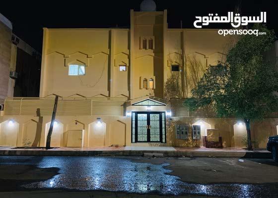 فرصة للإستثمار والسكن ( جوار وإستثمار) عمارة مجددة ونظيفة بأرقي حي بالمدينة 5 شقق