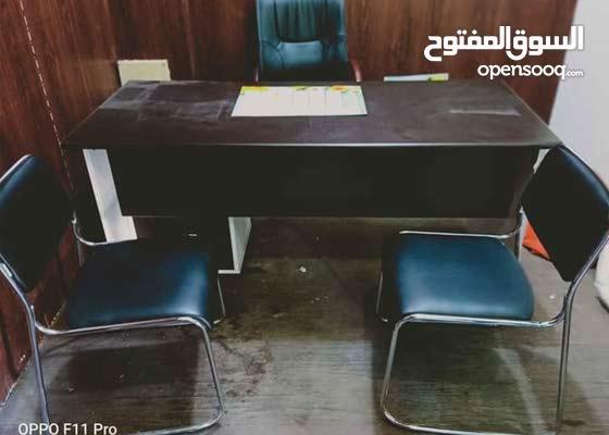 مكتب في حالة جيدة