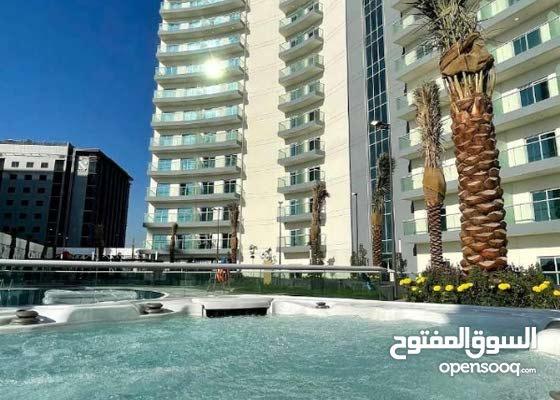 10912/ بقلب دبي غرفة وصاله للايجار باطلالة علي برج العرب