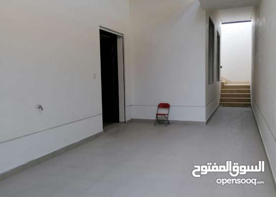 للايجار بالمسايل دور علي شارع رئيسي من بناية بطن وظهر-- بمدخل خاص و غرفة سائق بالسرداب مع حوش كبير