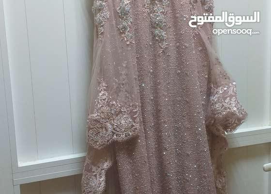 فستان خطوبة او للافراح للبيع