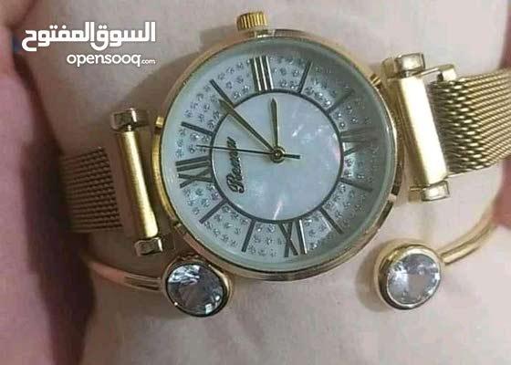 Belle montre avec bracelet avec livraison marhba bikoum