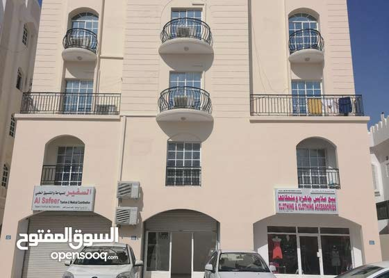 شقة للإيجار بالخوير خلف الواحة مول.. two BR flat for rent Al khwair