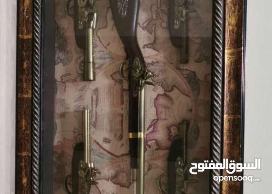 لوحه تحوي 5 اسلحه وخريطه العالم