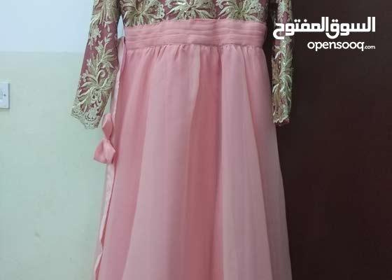 فستان مع حزامه تم ارتداء مره واحده