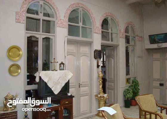 بيت عربي بباب شرقي