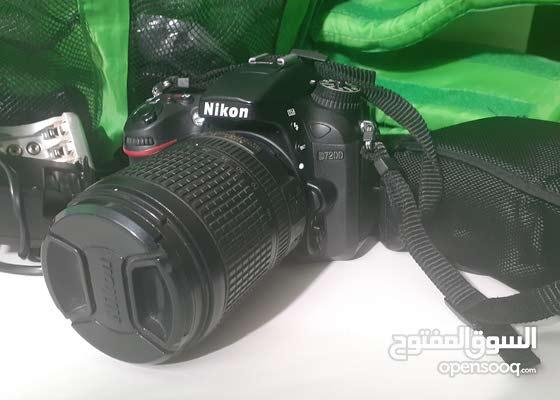 كاميره نيكون 7200 بحاله جيدة جدا استعمال خفيف مع اللينس وجميع مشتملاتها والشنطة