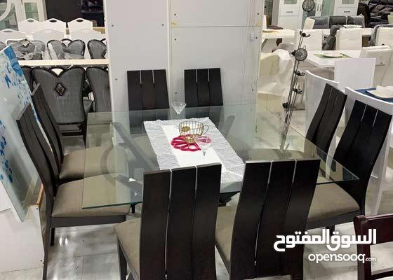 طاولة طعام مربع