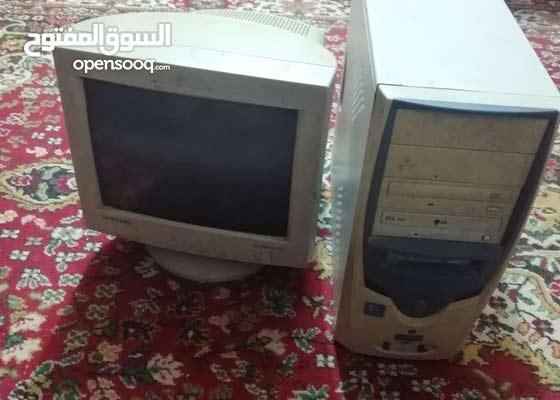كمبيوتر للبيع شغال ونضيف مع ميز