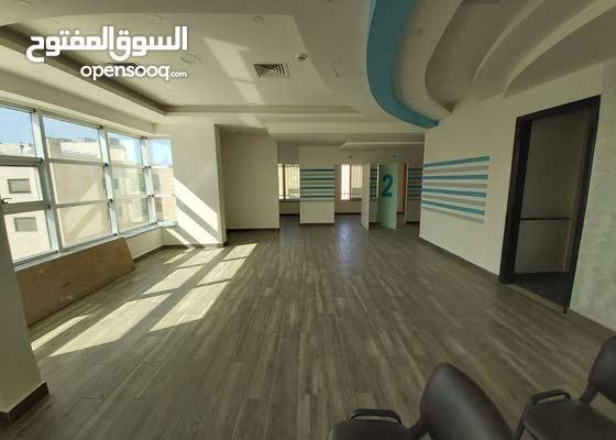مكتب مميز جدا للايجار مساحة 180م مربع في شارع مكة