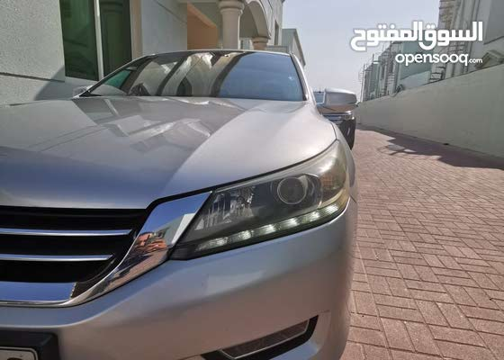 Honda Accord 2013 Silver ( Mid option ) GCC