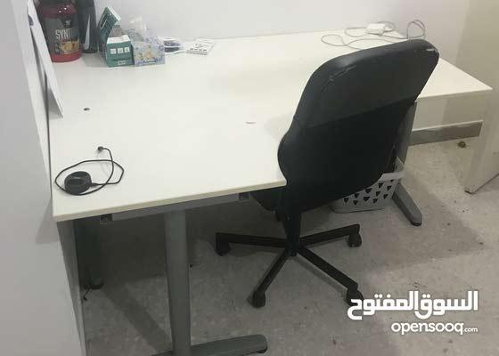 طاولة مكتب للبيع