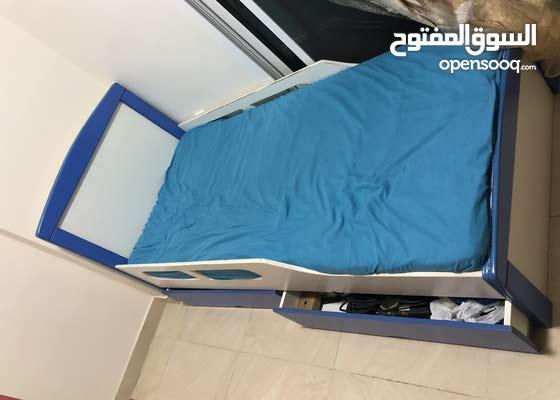 سرير للأولاد وآخر للبنات يحتوي على ادراج للتخزين