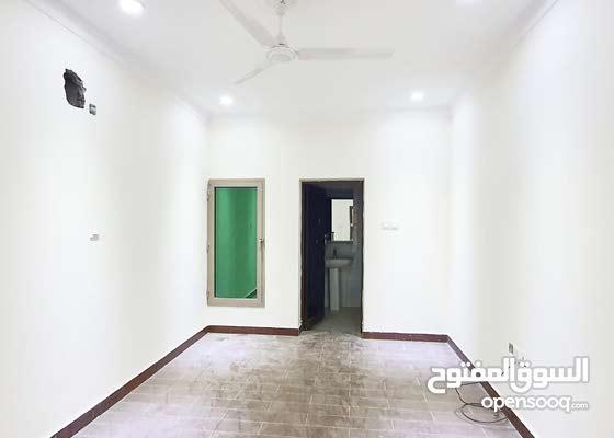 للايجار شقة 3 غرف و 3 حمامات في قلالي..