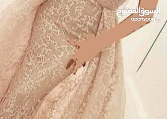 فستان كما ترونة بصورة ملبوس فقط اربع ساعات لونة زهري على افوايت سمبل