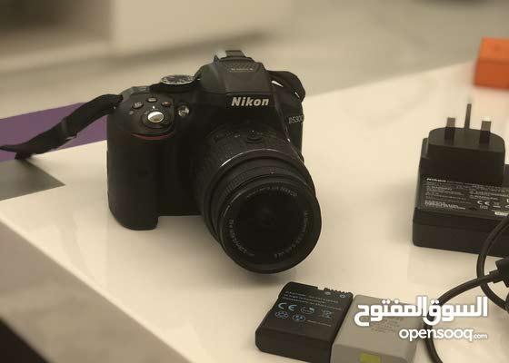 للبيع كاميرا نيكون d5300 مع جميع ملحقاتها