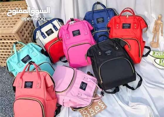 حقيبة الأمهات العصرية   يمكن حملها بالكتف وباليد ،