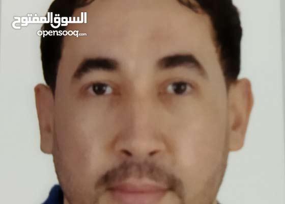 إسمي يونس مغربي مقيم في دبي سياحة اطلب من سيادتكم عمل في ببع الملابس وترتيبها في