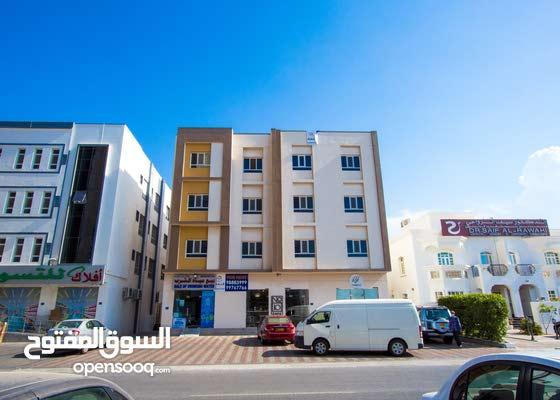 للإيجار شقة راقية و ممتازة في الخوض على الخط الثاني من شارع مزون