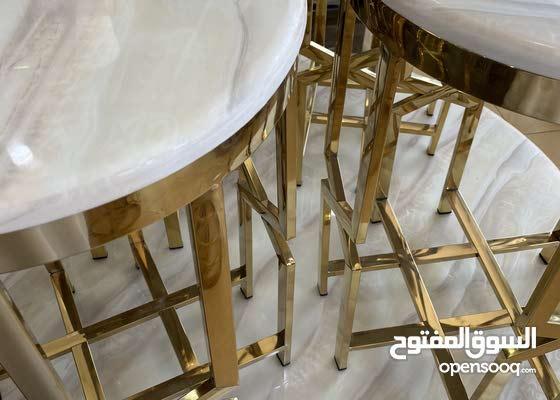 طاولات بأشكال مختلفة وجديدة