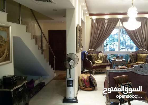 فيلا 4 غرف في قرية الجميرا دبي