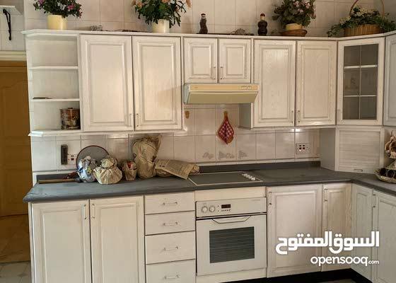 مطبخ في حالة ممتازة مع او بدون الفرن والموقد